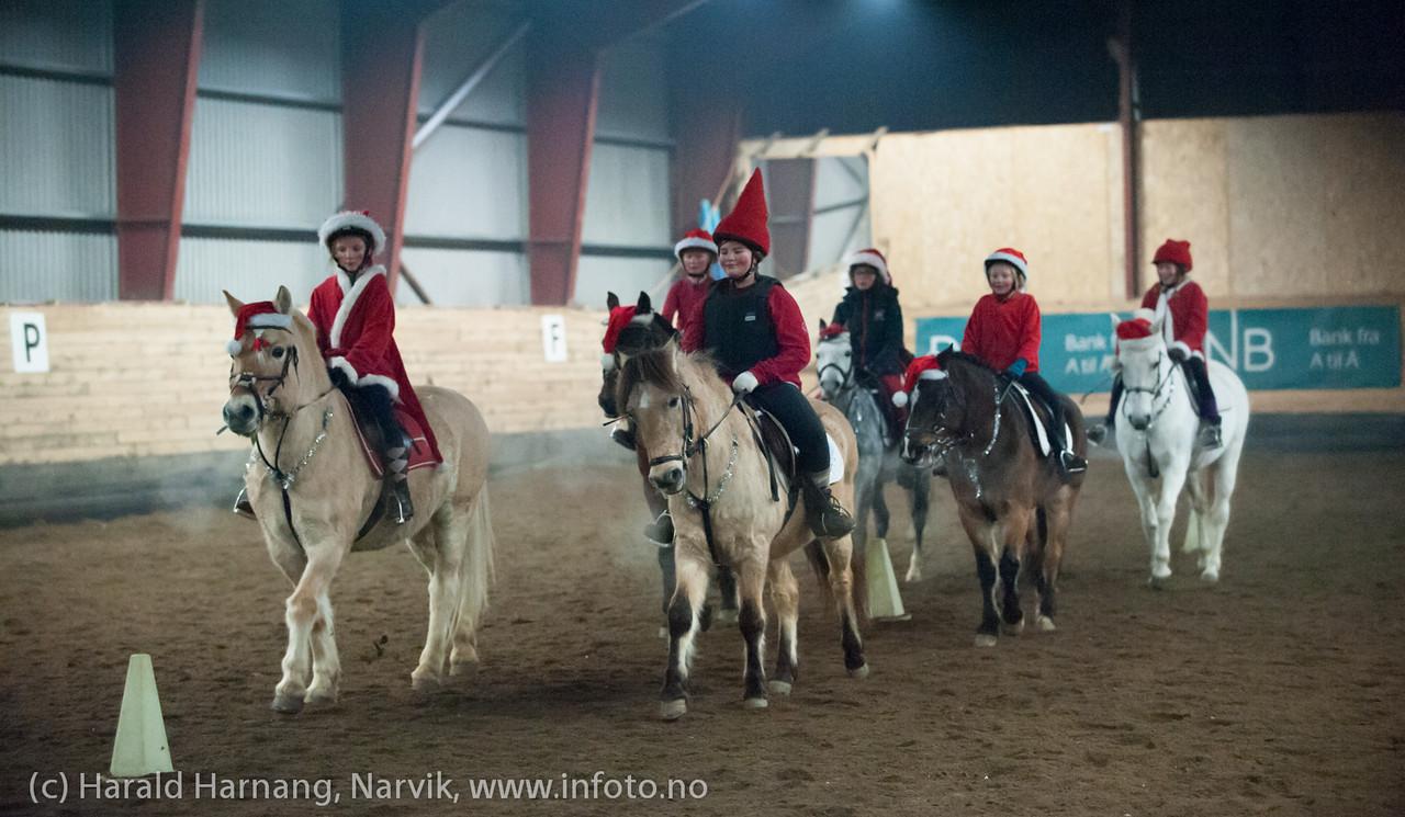 Smånisser fra juleshowet i 2013.